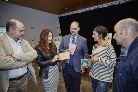 Foto de la inauguración de la exposición Gure Xabiertxo